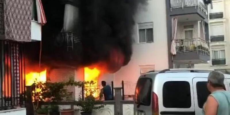 Zemin katta çıkan yangın tüm binayı sardı