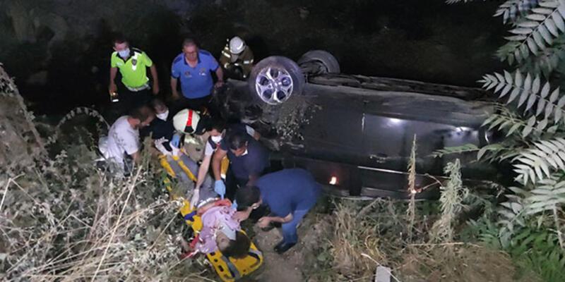 Kontrolden çıkan otomobil köprüden dereye uçtu: Yaralılar var