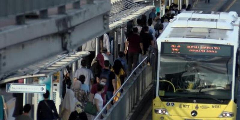 Cevizlibağ metrobüslerde iş çıkışı yoğunluk