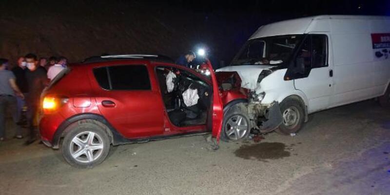 Sürücüsünün kalp krizi geçirdiği cip, minibüsle çarpıştı