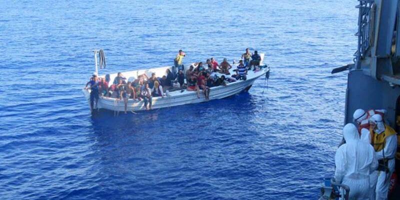 Son dakika... TCG Bozcaada Korveti, 37 göçmeni kurtardı