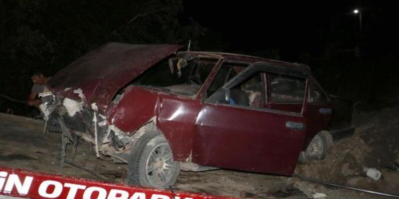 Son dakika.. Otomobil yol kenarındaki toprak yığınına çarptı: 1 ölü, 4 yaralı