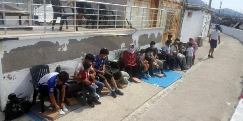 Son dakika..  Tekne battı, 1'i bebek 2 kaçak göçmen hayatını kaybetti