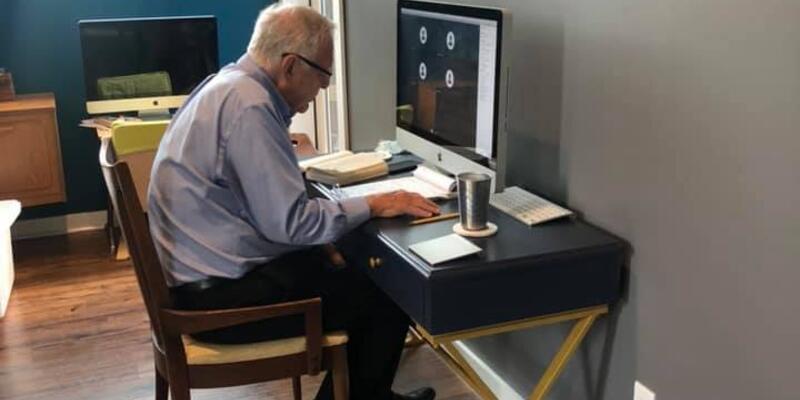 Son dakika... 91 yaşındaki profesörün uzaktan eğitim verdiği anlar sosyal medyada ilgi odağı oldu