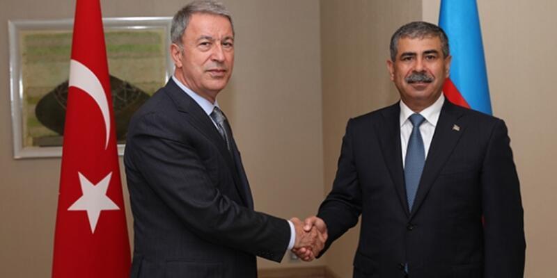 Son dakika... Milli Savunma Bakanı Akar, Azerbaycan Savunma Bakanı ile görüştü