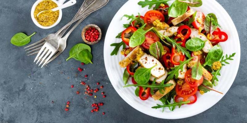 Sağlıklı diye tüketilen salata kilo aldırabilir! Nasıl mı?