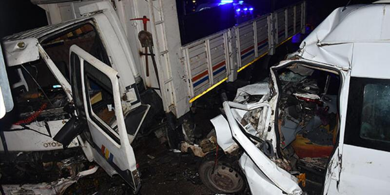 Kamyon ile minibüs çarpıştı: Çok sayıda yaralı var