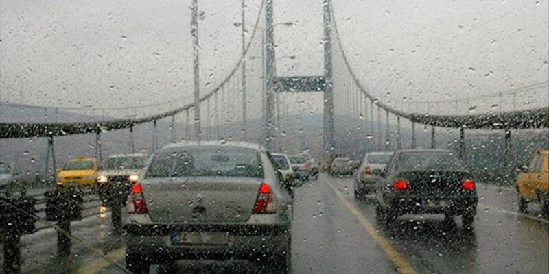 İstanbul trafiğinde sağanak yağmur yoğunluğu