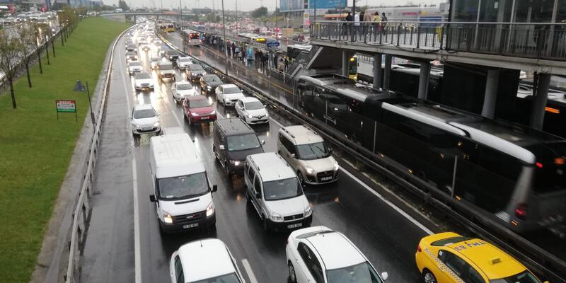 Son dakika haberler... İstanbul'da yağışın etkisiyle trafik yoğunluğu