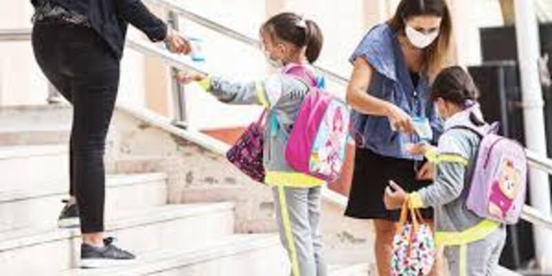 Yarın okullar açılıyor mu? 12 Ekim Pazartesi okullar hangi sınıflara açılacak? 9. 10. ve 11. sınıflar açılacak mı?