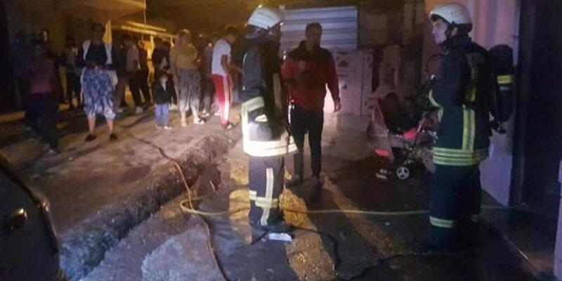 Kocaeli'de, bir evin mutfak kısmında çıkan yangını mahalleli söndürdü