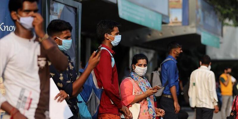 Kovid-19 nedeniyle son 24 saatte Hindistan'da 895 kişi öldü