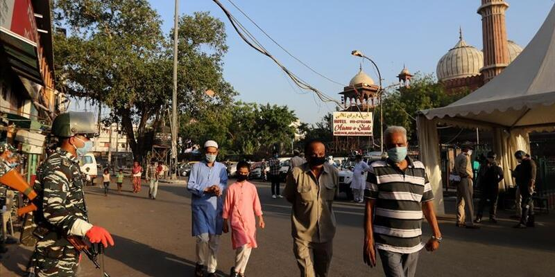 Kovid-19 nedeniyle son 24 saatte Hindistan'da 837 kişi öldü