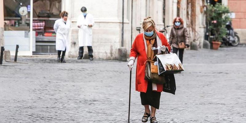 İtalya'da son 24 saatte 9 bin 338 yeni koronavirüs vakası