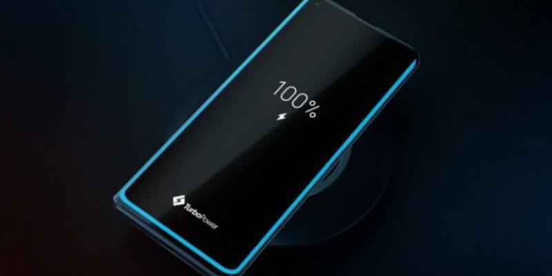 Motorola 6000 mAh'lık telefon için kolları sıvadı