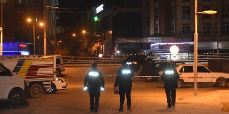 İnşaat çatısında intihara kalkıştı, polis engelledi