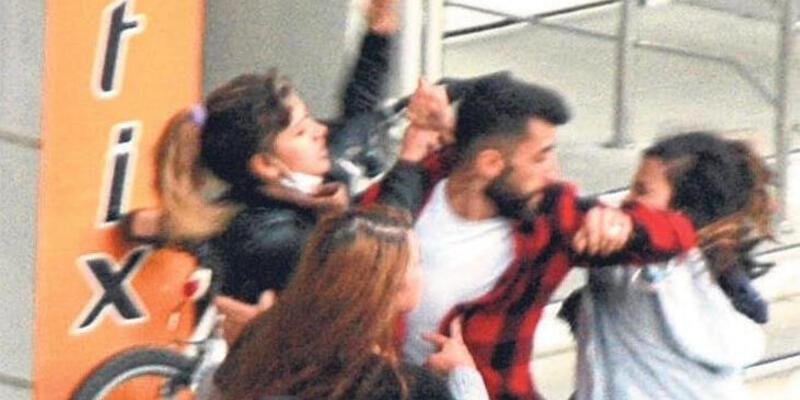 3 kız kavga etti, genç adamın imdadına polis yetişti