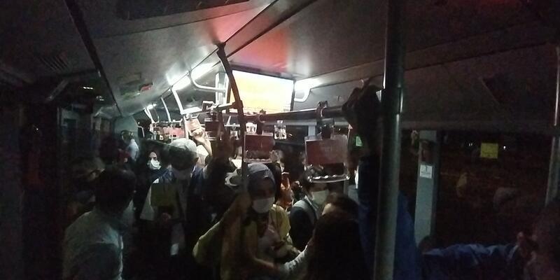 Metrobüste iş çıkış saati yoğunluğu