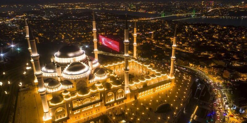 İstanbul yatsı ezanı saat kaçta 28 Ekim 2020? Mevlid kandili ibadetleri!