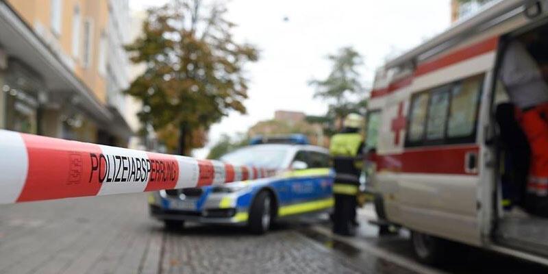 Almanya'da otomobil kalabalığa daldı: 1 ölü, 3 yaralı