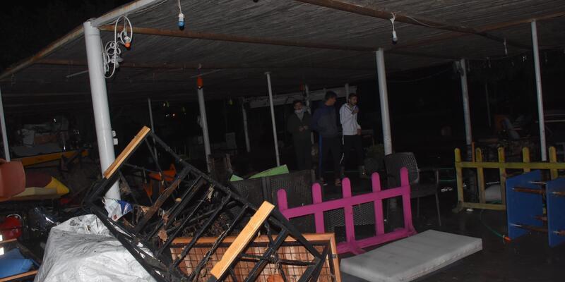 Tsunami nedeniyle büyük hasar oluşan Sığacık'ta ekiplerin çalışması sürüyor