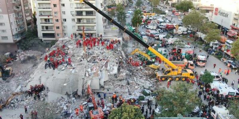 Bakan Pakdemirli yıkılan Rıza Bey Apartmanını ziyaret etti