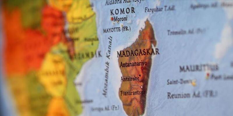 123 yıldır Fransa'da bulunan Madagaskar'a ait kraliçe tacı iade edildi