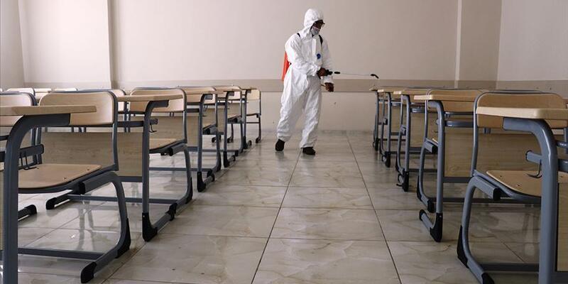 Bilim Kurulu üyesi Tezer: Okullar, en son kapatılacak kurumlar
