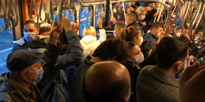 """Metroda sabah akşam """"sosyal mesafesiz"""" yolculuk"""