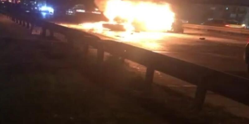 Esenyurt'ta zincirleme kaza: Otomobil alev aldı