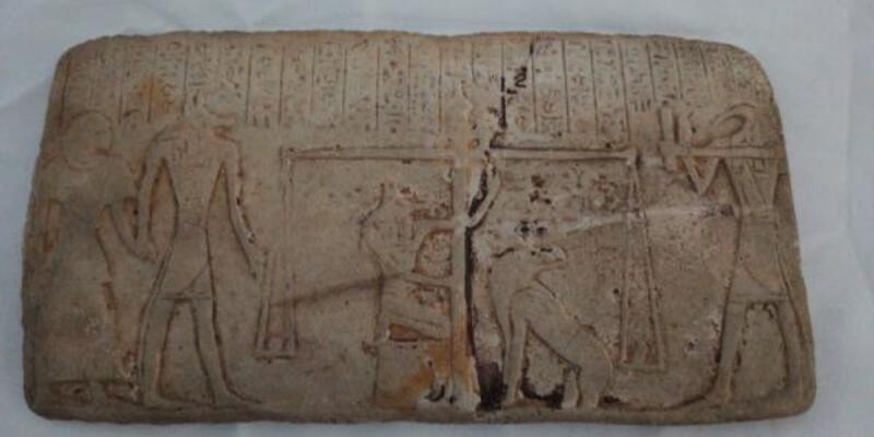 Eski Mısır dönemine ait 1 milyon lira değerinde tablet ele geçirildi