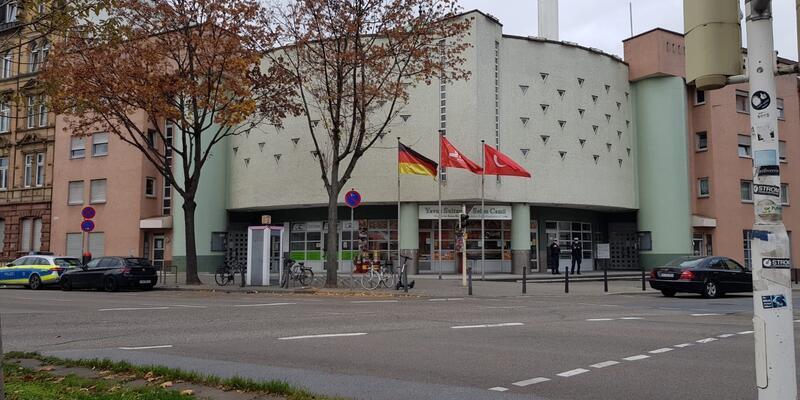 Almanya'da camiye bomba ihbarı paniğe neden oldu
