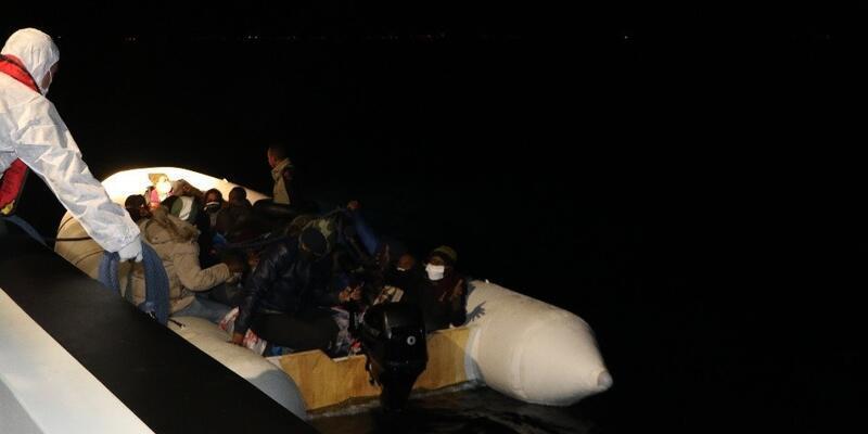 Balıkesir'de 29 kaçak göçmen kurtarıldı