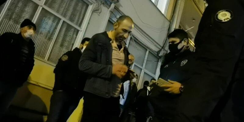 Yanan evini endişe içinde izleyen kişiye maske ve mesafe ihlali cezası