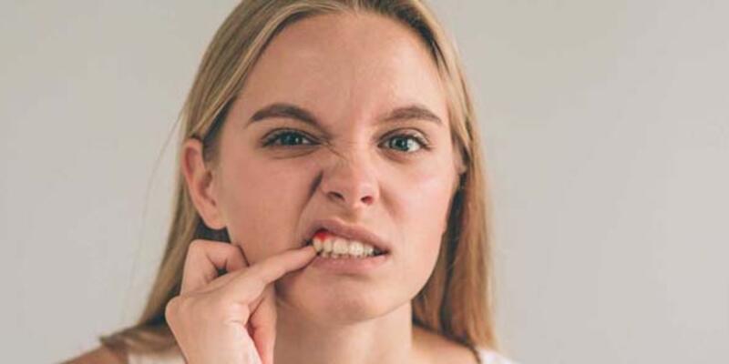 Diş eti kanaması kanser belirtisi olabilir!