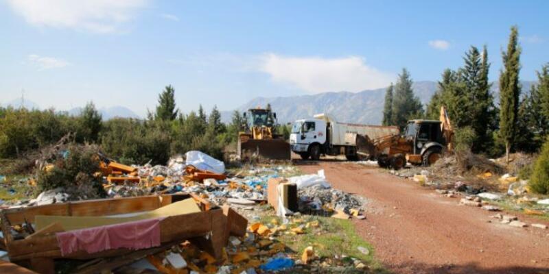 Ormanlık alandan 28 kamyon çöp çıktı