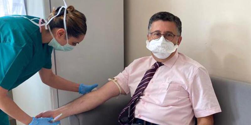 Prof. Dr. Necmettin Ünal'a yüzde 90 etkili Covid-19 aşısının ikinci dozuyapıldı