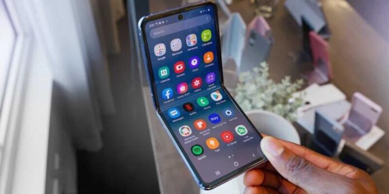 Samsung'un uygun fiyatlı katlanabilir telefonu olacak
