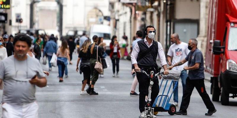 İtalya'da son 24 saatte 22 bin 930 yeni koronavirüs vakası
