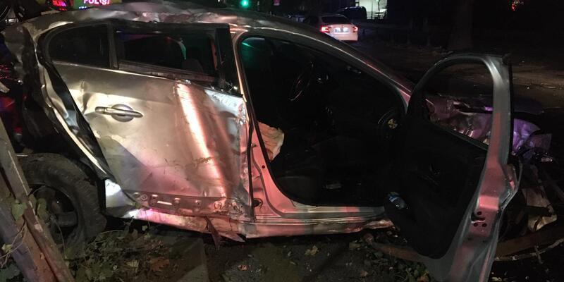 Ankara'da feci kaza! Otomobil bu hale geldi