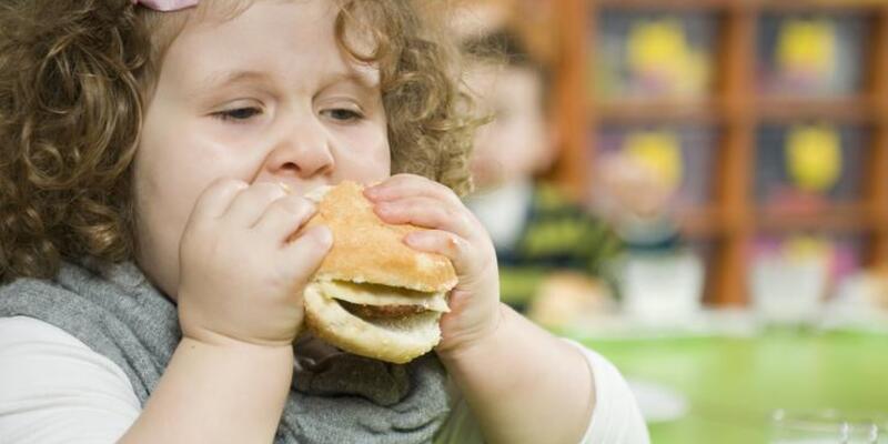 Çocukluk obezitesinin birçok zararı var