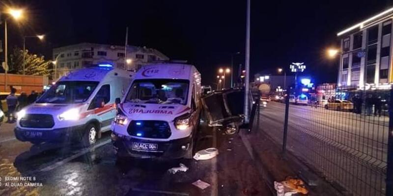 Ambulans ile otomobil çarpıştı: Yaralılar var
