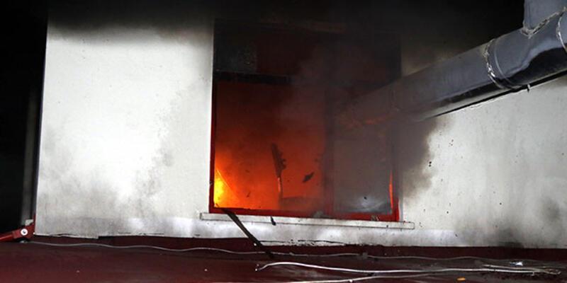 3 katlı binanın altındaki iş yerinde yangın