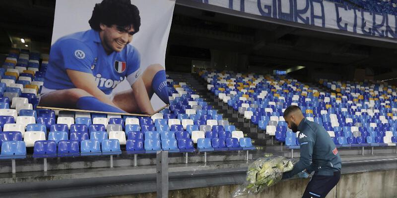Napoli'nin maçlarını oynadığı stada Maradona'nın adı verildi