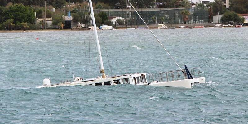 Bodrum'u fırtına vurdu! Milyonluk tekne battı