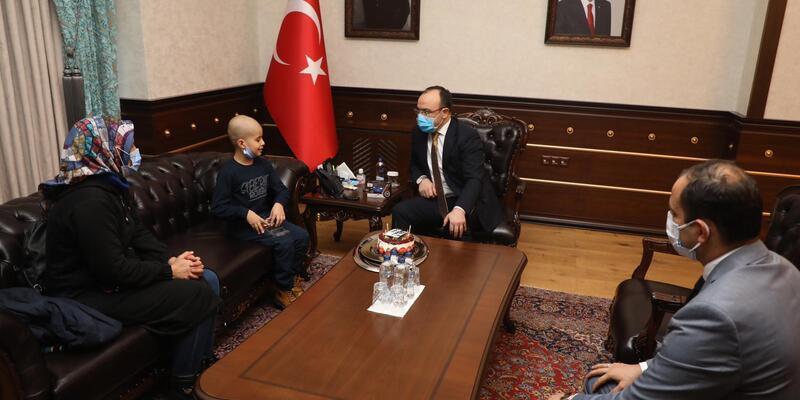 Cumhurbaşkanı Erdoğan'ın tedavisini üstlendiği küçük Taha'ya doğum günü sürprizi