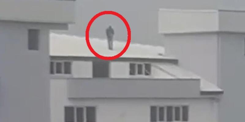 Fabrika çatısında namaz kıldı