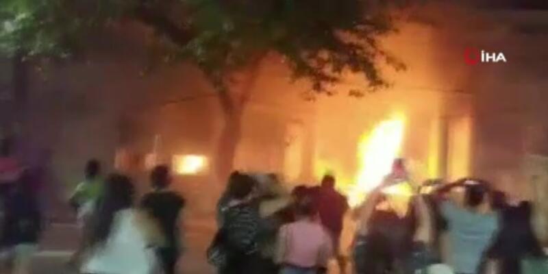 Arjantin'de 14 yaşındaki çocuğun öldürülmesini protesto eden göstericiler valilik binasını yaktı