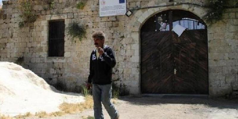 Yahudi yerleşimciler Filistin'deki Osmanlı yapıtı Laben Han'a saldırdı