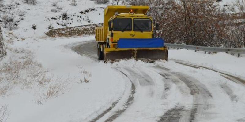 Kar yağışı nedeniyle 90 köy yolu ulaşıma kapandı
